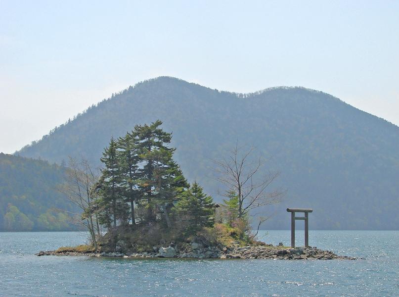 然別湖弁天島に上陸!北海道 幻のパワースポット