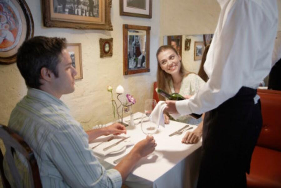 レストランでは彼の店員への態度をチェック!