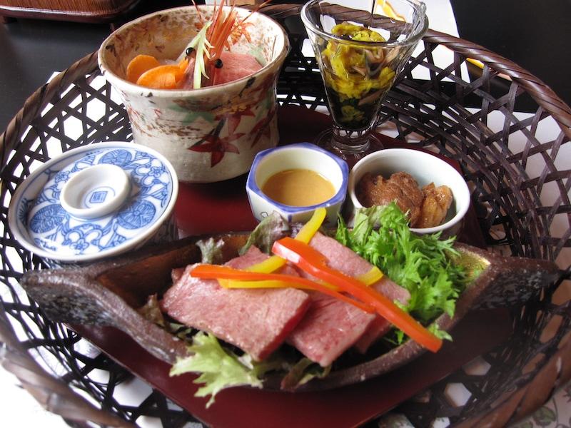 日帰り入浴+ご褒美ランチが楽しめる関東の温泉3選