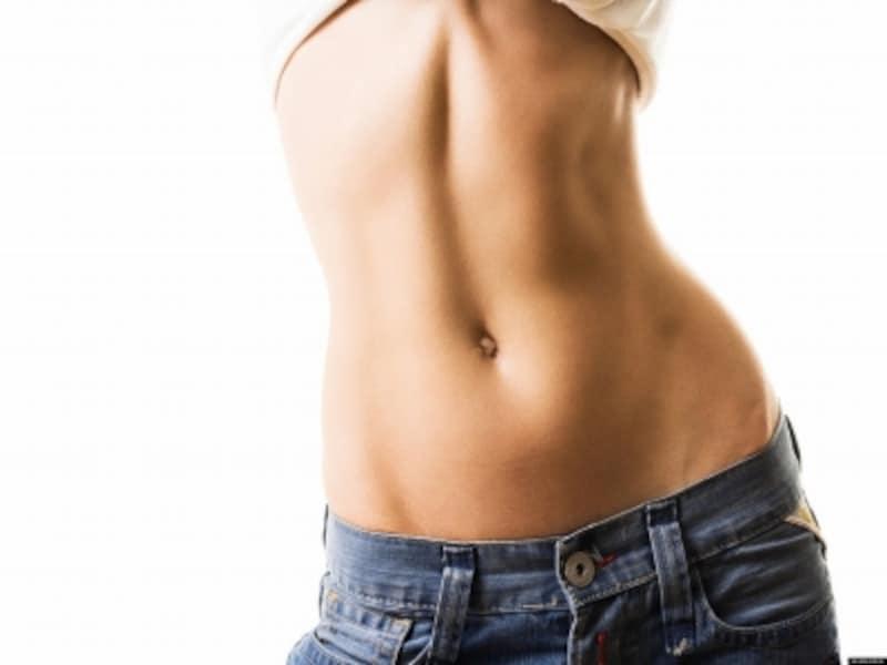 腹筋を鍛えると痩せやすい他、腰痛改善などの効果も!
