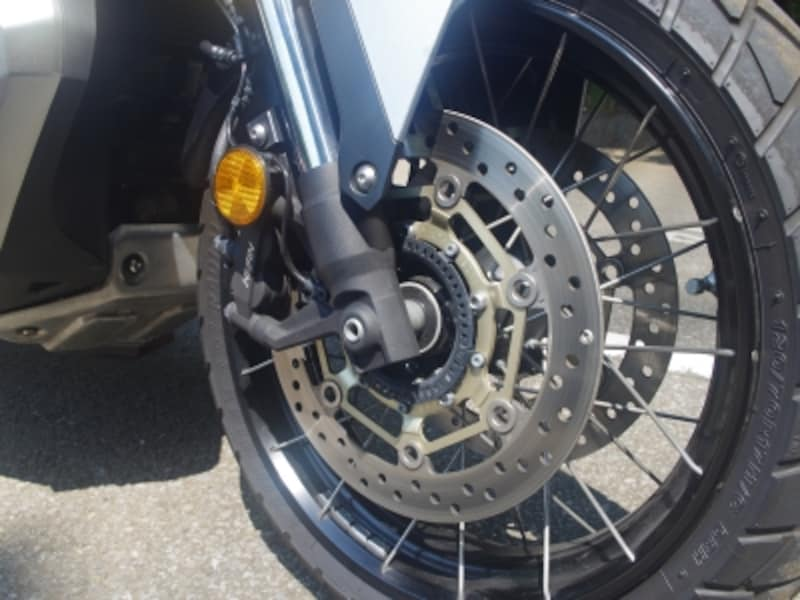 X-ADVはスポークホイールを採用しているがチューブレスタイヤを使えるように工夫がなされている