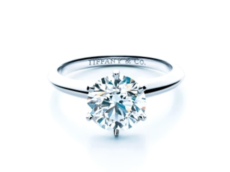 ダイヤモンドの輝きが美しいティファニーセッティングのエンゲージリング