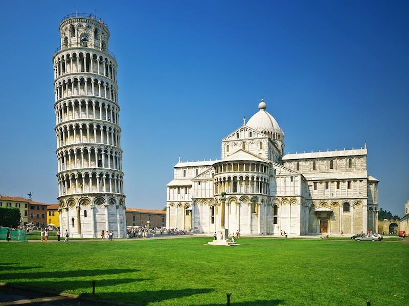 ピサの斜塔とドゥオモ広場:世界でもっとも有名な鐘楼