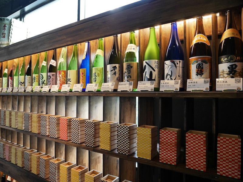横浜駅近にOPEN!おしゃれな2スタイルの日本酒専門店