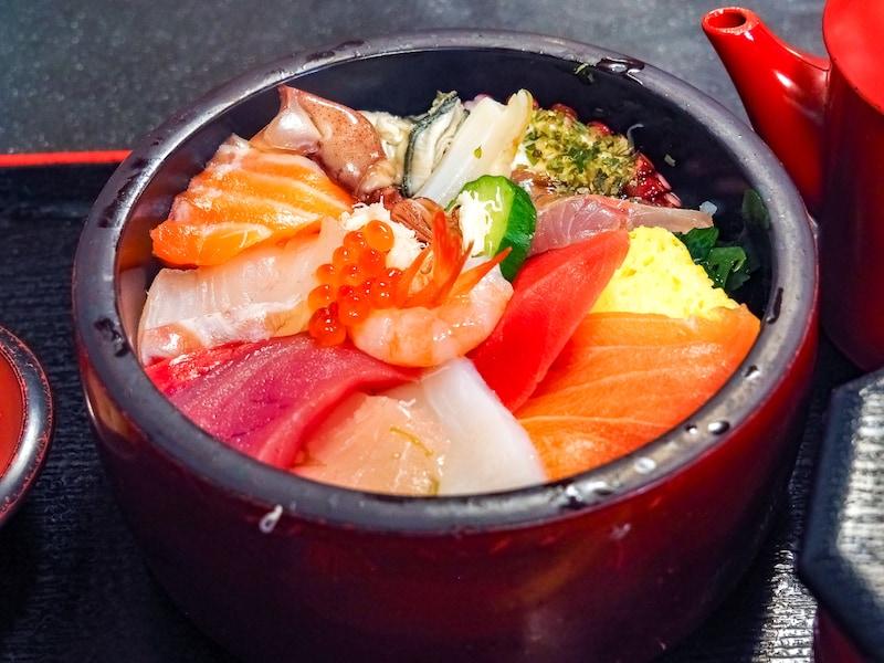 コスパ抜群!金沢近江町市場のおすすめ海鮮丼ベスト3