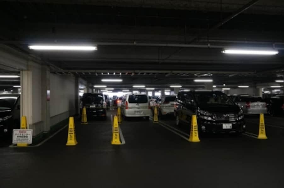 コストコタイヤセンター専用駐車場