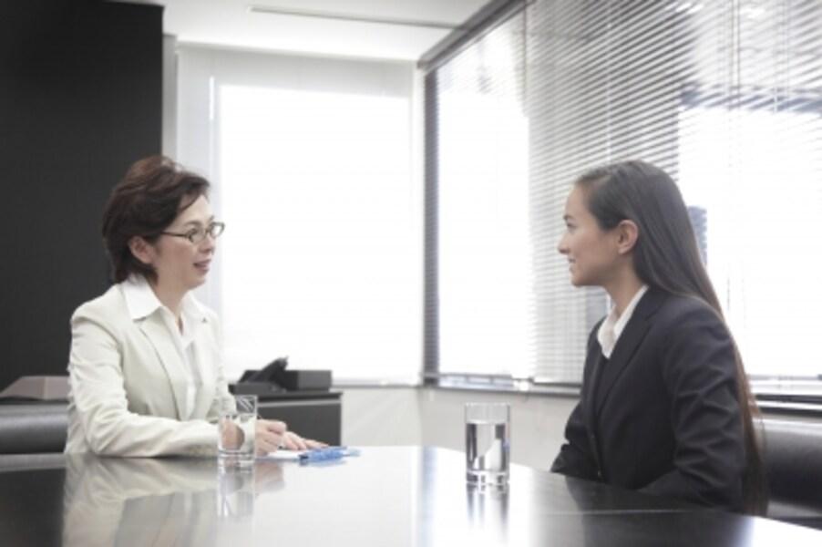 相談対応中の女性