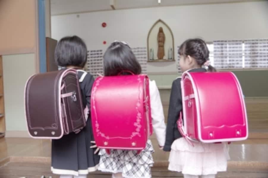 女の子はピンク系のランドセルが定番人気