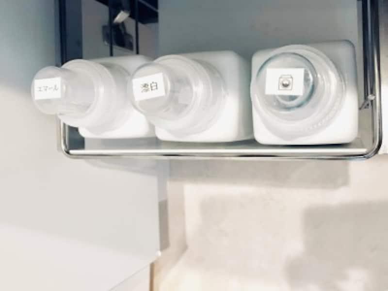 セリアのおすすめ収納グッズ:四角いボトルだと無駄なスペースがなく収まる