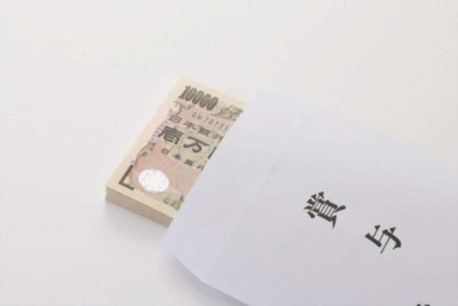 気になる、2019年夏ボーナス事情。日本経済新聞社の調べによると、2019年夏ボーナスは前年比微増とのこと2019年の夏のボーナス事情はどのようになっているのでしょうか。日経新聞社が実施している賃金動向調査の中で、2019年夏のボーナス調査(5月13日時点、中間集計)の結果が発表されました。この調査結果から、2019年夏のボーナス事情をみてみましょう。