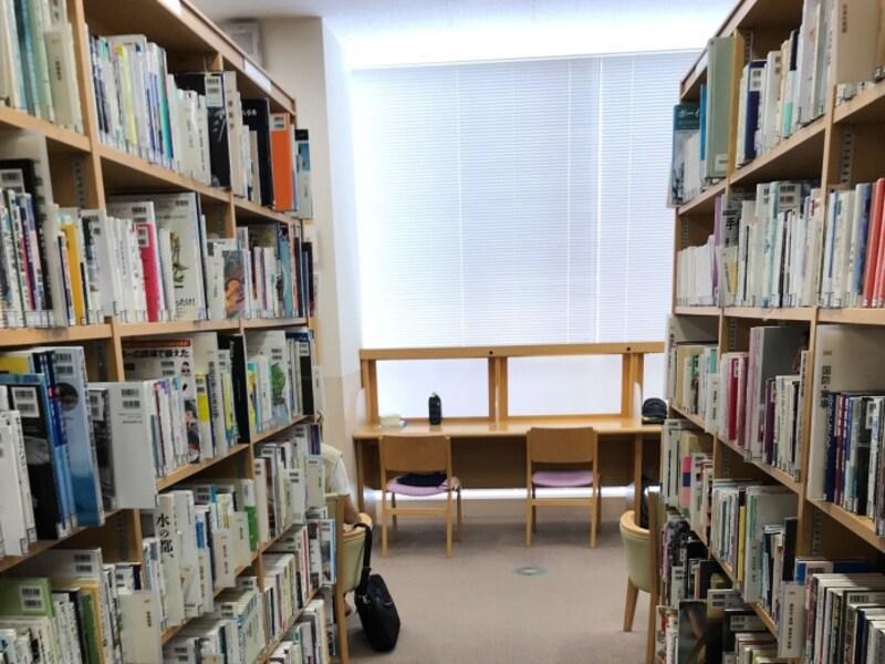 図書館は、涼しくて勉強もはかどります。