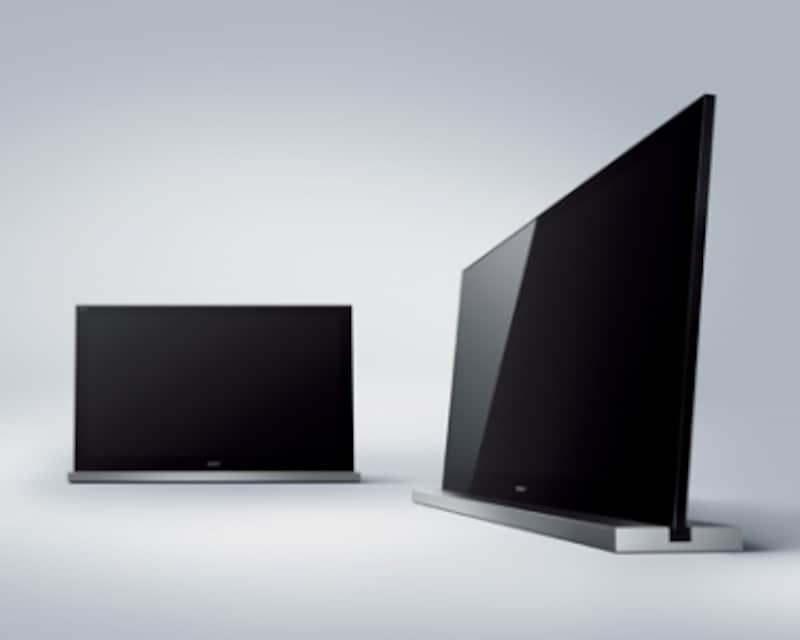 ソニーの最新製品KDL-52HX900を専用バースタンドSU-52HX1と組み合わせた。テレビ本体の傾きを0度と6度に調整出来る。