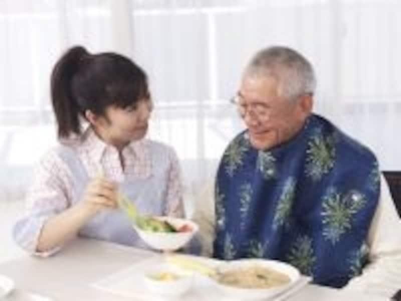 全ての65歳以上の人は、介護保険に加入し市区町村に保険料を納めなくてはいけない。その保険料の決まり方は?