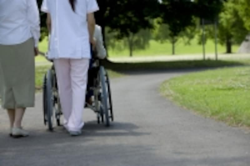 介護をするのは、想像以上に負担が大きい。利用できるサービスは受けたいもの