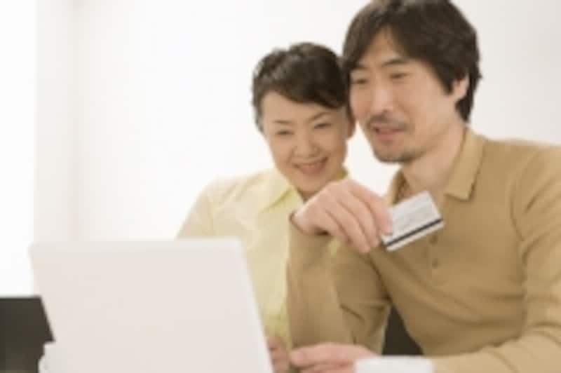 店頭に足を運ばず、インターネットからでも申し込みができる教育ローンが増えた