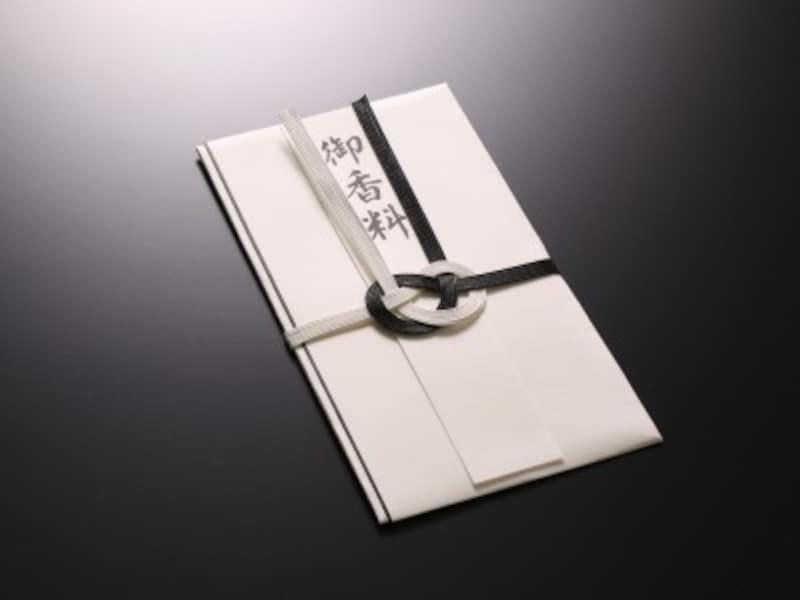 香典袋表書きの書き方マナーを押さえ、通夜、葬儀・告別式いずれかに持参を
