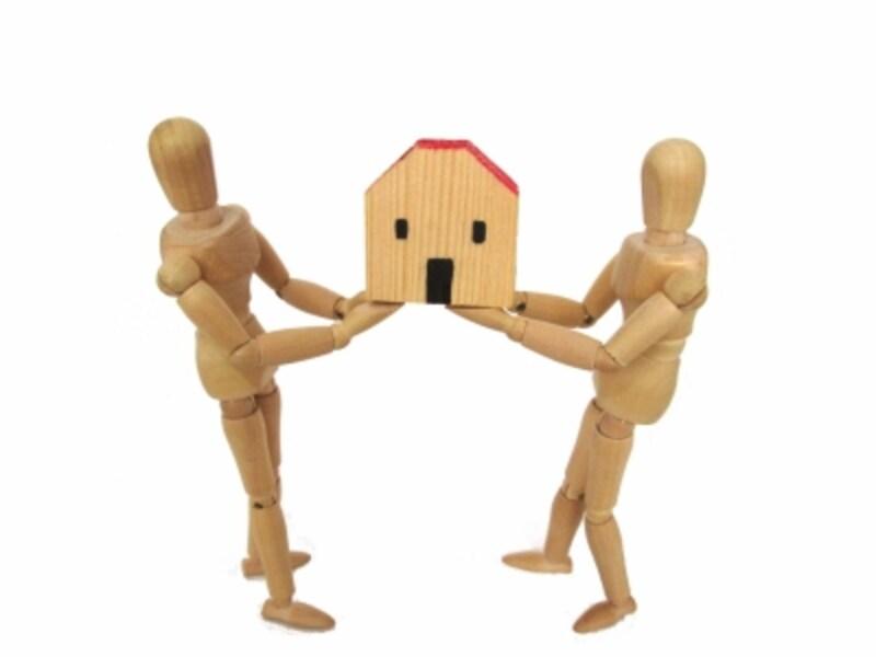 夫婦がお互いに金を出しあってマイホームを購入した場合、「物件の共有名義」は、どのようにしたら良いのだろうか?