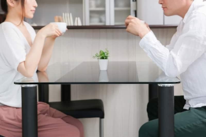 「私が会社を辞めたら、私の住宅ローンどうしよう……」「大丈夫、ボクが代わりに払ってあげるよ」