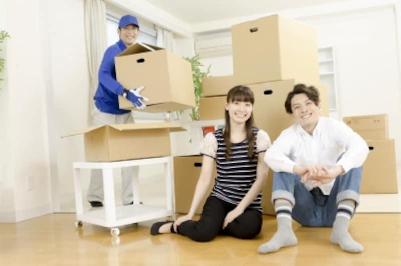 真新しい新居に2人の家具のレイアウトを考える……新生活準備の楽しみでもあります
