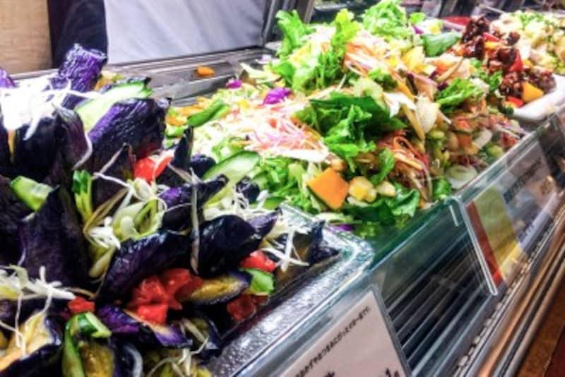 揚げ物や家でなかなか作らないお惣菜もあって、中食は便利!