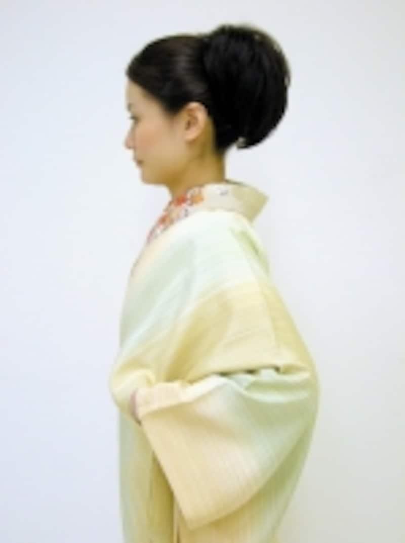 衣紋の抜き具合によって全体の雰囲気が変わることも
