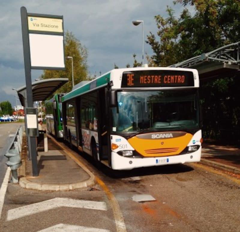 ベネチアの市内バス
