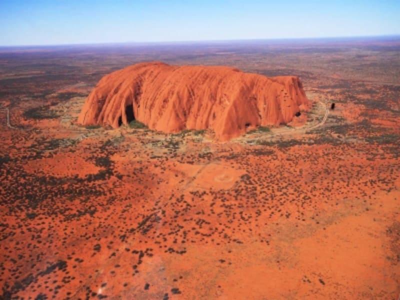オーストラリアの世界遺産「ウルル-カタ・ジュタ国立公園」のウルル、別名エアーズロック