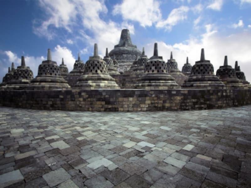 インドネシアの世界遺産「ボロブドゥール寺院遺跡群」、ボロブドゥールの円壇