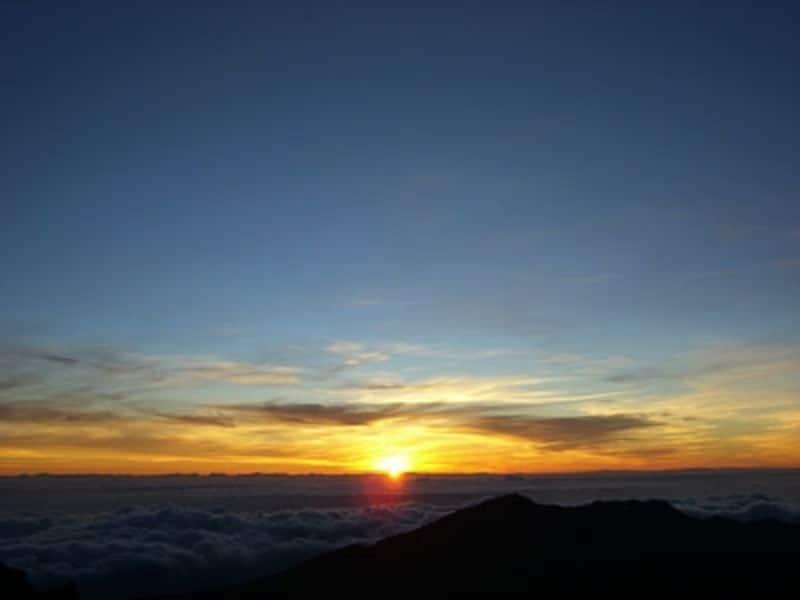 マウイ島のシンボル、世界最大の休火山ハレアカラ。山頂で美しい日の出を拝むことができる人気No.1の観光スポット
