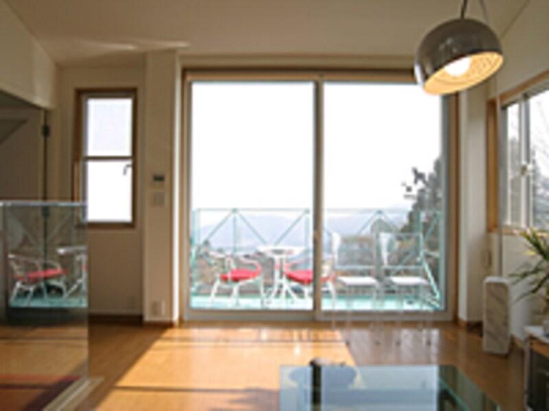 くすんだ窓を見て見ないふりするには限度が……。