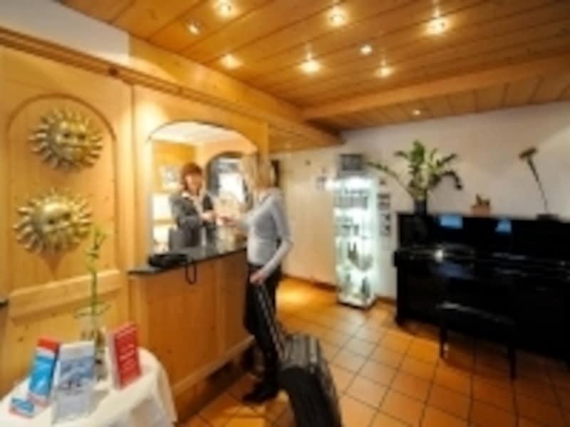 「スイスホスピタリティー」に溢れるホテルのレセプション