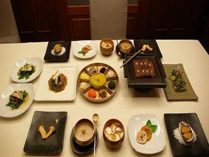 彩りも美しい宮廷料理。一度は本格的に食べてみたい!