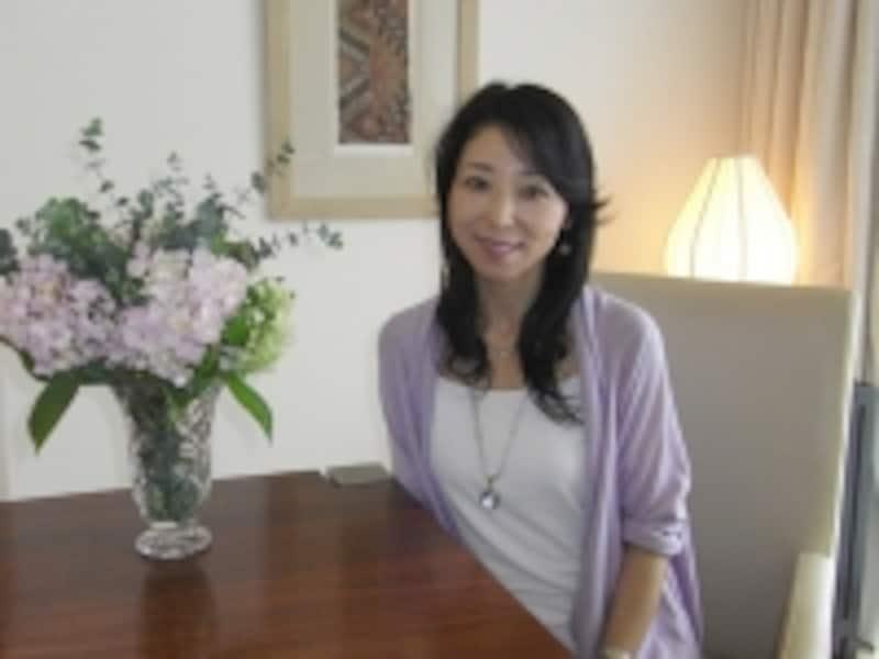 上海でスピリチュアルヒーラーとして上海で活躍をしている千種さん。自宅で教室を開いている彼女は、癒しのインテリアの達人でもあります!