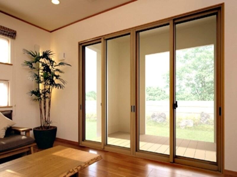 内窓はマンションでも取り付け可能。大きな窓ほどその効果が実感できる(プラメイクE/三協立山アルミ)