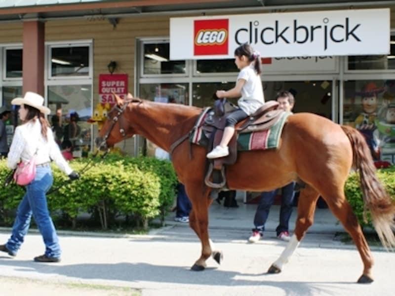 八ヶ岳リゾートアウトレット名物・引き馬は子どもたちに大人気