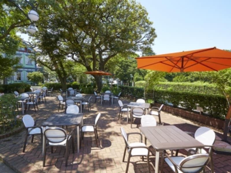山手十番館の庭園で楽しむ、夏季限定のビアガーデン(画像提供:山手十番館)