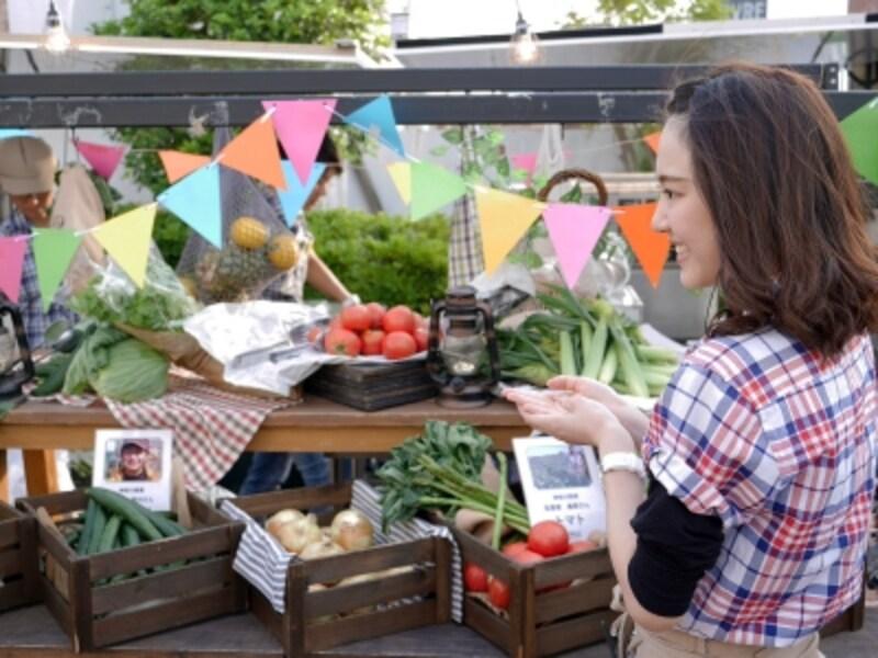 農家の作り手の「顔」が見える、野菜いっぱいのファーマーズビアガーデン。1人1枚「セレクトベジタブルチケット」がついていて、好きな野菜などが選べます(2018年5月21日撮影)