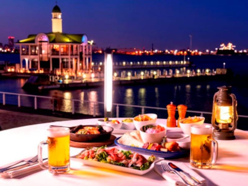 海を見ながら、ホテルシェフ特製の本格グルメと生ビールを楽しんで(画像はイメージ、画像提供:ヨコハマグランドインターコンチネンタルホテル)