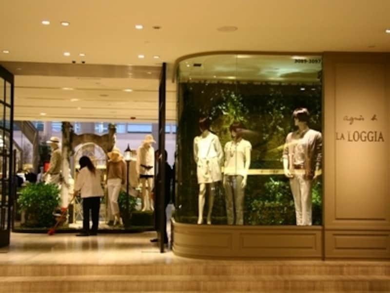 湿度の高い夏は涼しいモール内でのショッピングが最適