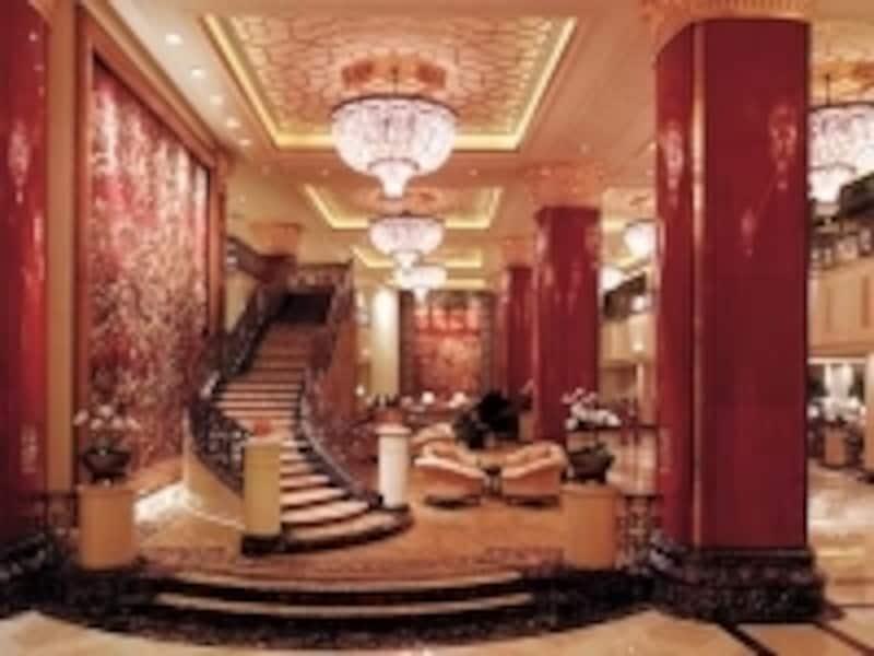 有名ホテルは夜でも人で賑わっているので安心undefined(C)CHINAWORLDHOTEL