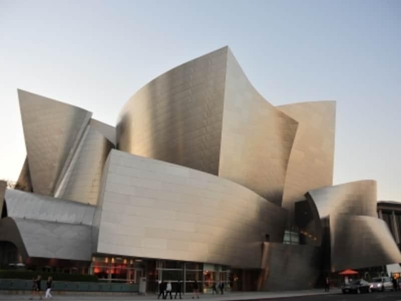 建物の曲線美が美しいコンサートホール