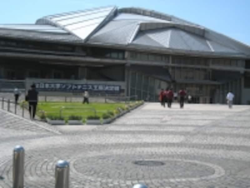各種スポーツが楽しめる東京体育館。民間のスポーツ施設運営会社が入っているので、都の施設の中でもサービスはぴかいち