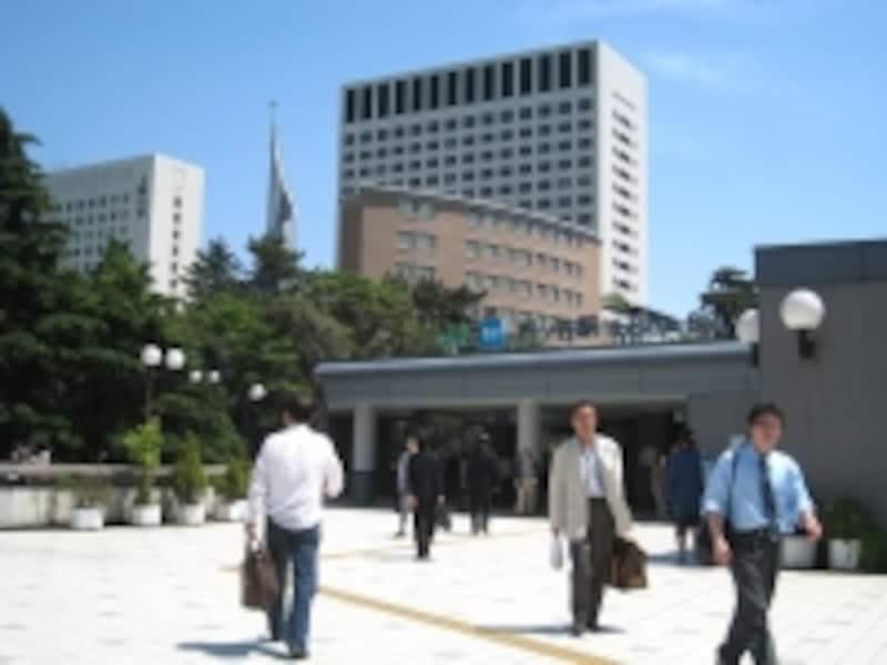 JRと東京メトロ丸ノ内線、同南北線が利用できる四ツ谷駅。こちらはツが入るが四谷三丁目にはツが入らない