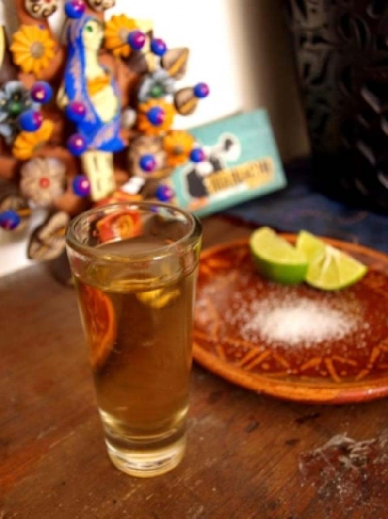 塩とライムをつまみに、ストレートで飲むのがおすすめ