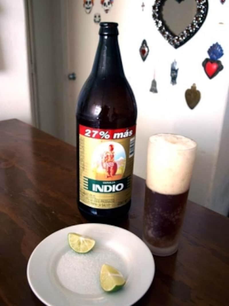 メキシコで人気のビール、インディオ。褐色でキレのある味