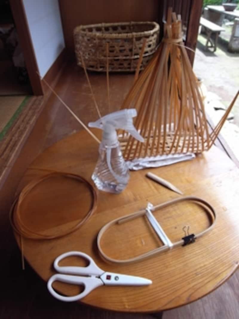 竹籠作りに必要な道具いろいろ