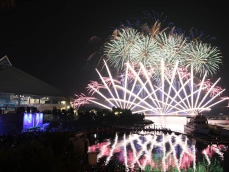 横浜・八景島シーパラダイスオリジナルの花火ショー「花火シンフォニア」(画像提供:横浜・八景島シーパラダイス)