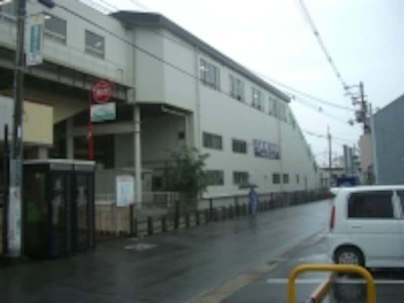 阪急京都線で一番近いのは「正雀」駅。周辺の阪急京都線の駅前は、総じて駅周辺の街路が狭い。