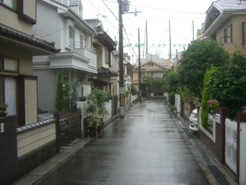 家屋の大きさや区画割りが似ているため、同じような街並が多い。