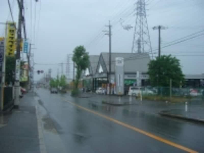 幹線沿いは住宅も少なく殺風景。